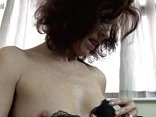 Hot Brit Cougar Sets Her Labia On Fire - Maturenl
