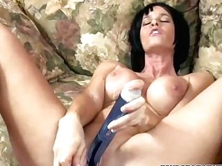 Melissa Guzzles Is Fucking Her Matures Labia