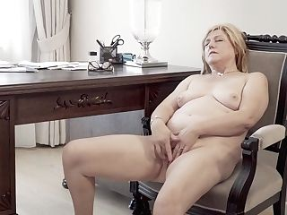 Housewife Masturbating On Her Desk - Maturenl