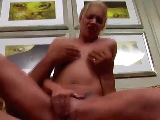 Nice Cougar Fucked On The Sofa - Milfswildholiday