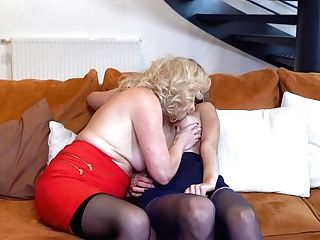 Sexy Brit Grand-ma And Her Youthfull Gf Go Down On Each Other - Maturenl